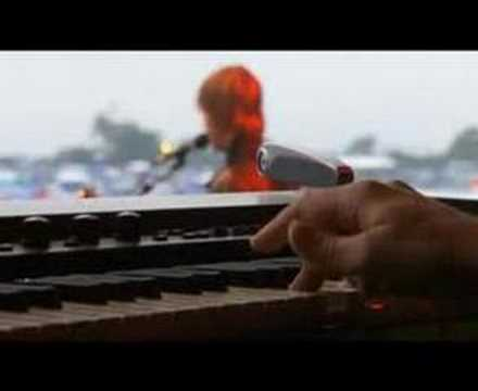 interpol slow hands en glastonbury 2005