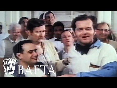 """Джак Никълсън получава БАФТА за """"Китайски квартал"""" на снимачната площадка на """"Полет над кукувиче гнездо"""""""