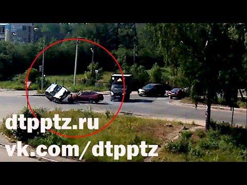 В Сулажгоре после столкновения опрокинулся автомобиль. Пострадали три человека