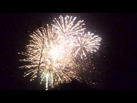 Bắn pháo hoa đón tết Quý Tỵ 2013 tại Thị Trấn Hồ - Thuận Thành - Bắc Ninh