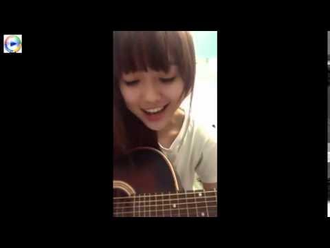 Cô gái cực xinh đánh đàn ghita cực đỉnh cover Chân Ngắn