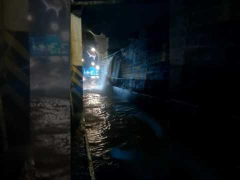 Vídeo Vídeo: Chuva volta a alagar Praça Itália e CDHU em São Carlos