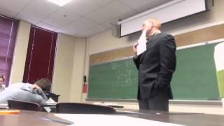 Broma en clase al profesor