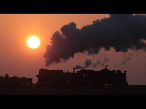 天山山脈を望む中国蒸気最後の楽園