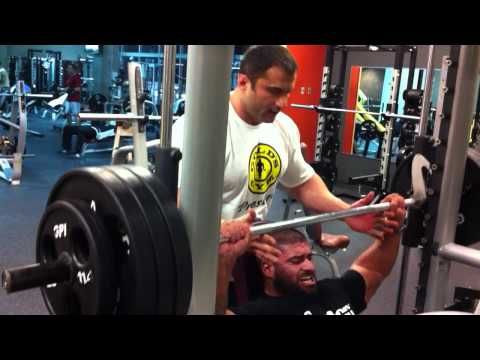 TRAINING: IFBB PRO SANTANA ANDERSON BUSTING SHOULDERS ON THE SMITH MACHINE
