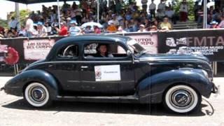 DESFILE AUTOS CLASICOS Y ANTIGUOS FERIA DE LAS FLORES
