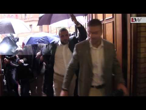 Pistorius arrives for second day in court