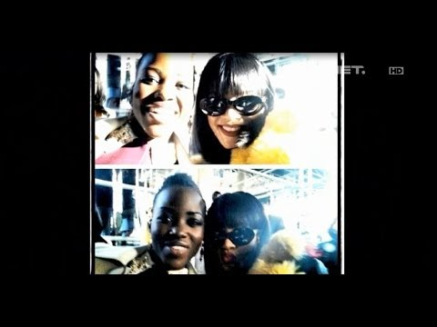 Entertainment News - Lupita selfie dengan Rihanna di Paris Fashion Week