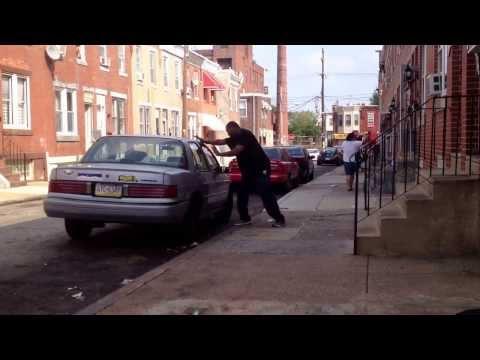image vidéo Tombe KO par une voiture