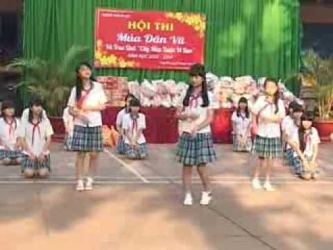 Trường THCS An Lộc - múa dân vũ - Đoremon wakawaka - 8a1
