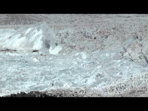 Vídeo Vídeo: geleira gigantesca desmorona por mais de uma hora na Groenlândia