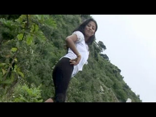 Thari Chaal - Haryanvi Sizzling Hot Girl Showing Something Awesome