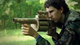 ダンボールで作った武器で戦争するショートムービー「Cardboard Warfare」
