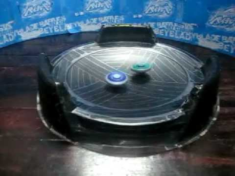 Beyblade Battle: Burn Capricorne T125WB VS Ray Unicorno D125CS