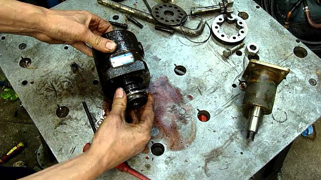 Char lyn hydraulic steering valve autopsy youtube for Char lynn hydraulic motor repair
