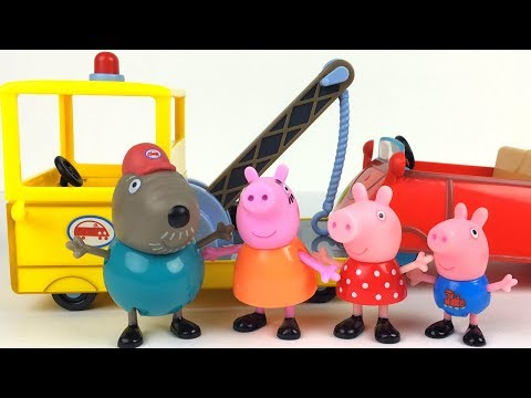UNBOXING PEPPA PIG'S LITTLE TOW TRUCK WITH GRANDPA DOG - STORY WITH MUMMY PIG CAR TROUBLE IN TOWN