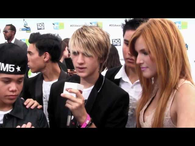 Bella Thorne & IM5 Goof Off @ DoSomething Awards Carpet