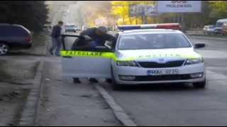 Poliția patrulare oprește microbuzele și nu vrea filmare