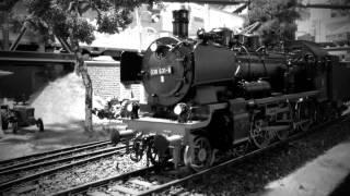 Die Dampflok am alten Bahnhof