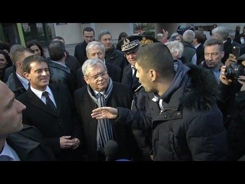 image Valls interpellé par un citoyen