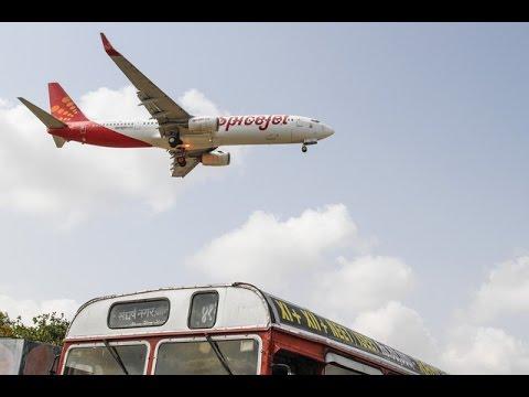 Spicejet Boeing 737-800 from Mumbai landing at Surat Airport