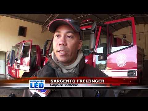 24/04/2019 - Bombeiros combatem princípio de incêndio em veículo em Barretos
