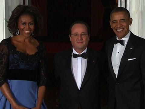 Obama salutes French President Hollande at state dinner