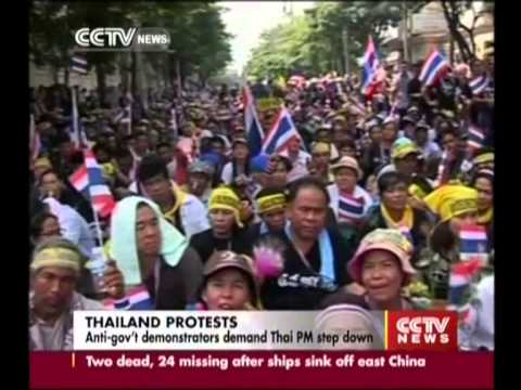Anti-gov't demonstrators demand Thai PM Yingluck Shinawatra step down