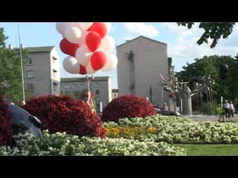 Смотреть видео В Парвенте открыта цветочная скульптура