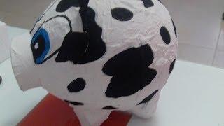 Alcancia De Vaca Con Un Globo Y Carton De Huevo
