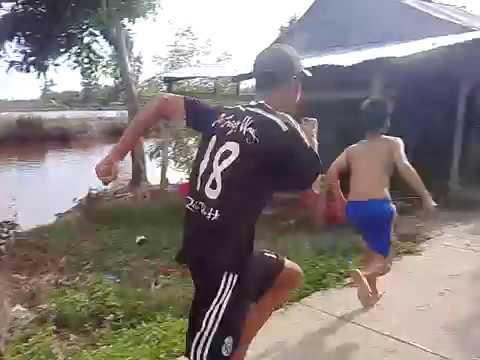 Thanh niên đánh nhau kinh hoàng - Tại Huyện U Minh - Tỉnh Cà Mau (Đùa đấy xem mà nhớ lại tuổi thơ )