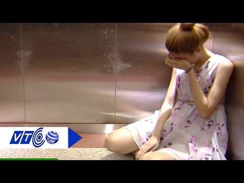 Cách thoát hiểm khi mắc kẹt trong thang máy | VTC