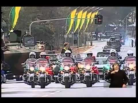 Dilma desfila ao som de Show das Poderosas em Brasília - 7 de Setembro