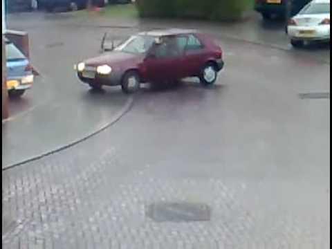 Proč nejezdit autem, když je náledí...:-O