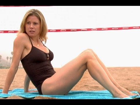 julie bowen on the beach
