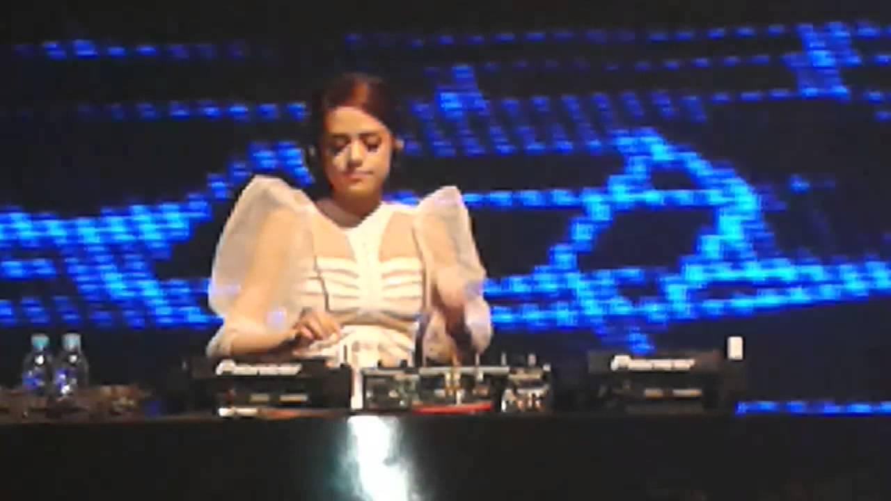Dj yasmin at ballroom jakarta theater - YouTube