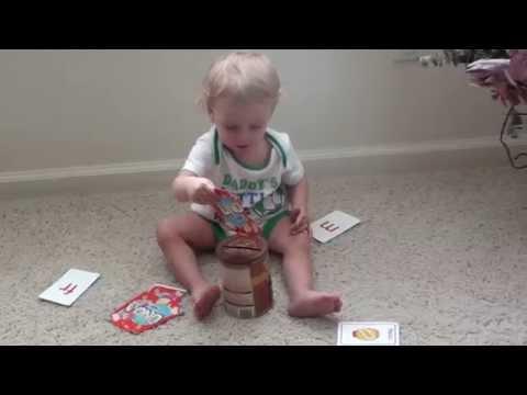 Atividade de coordenação Motora fina usando cartas e vasilha para crianças de 1 ano pra cima