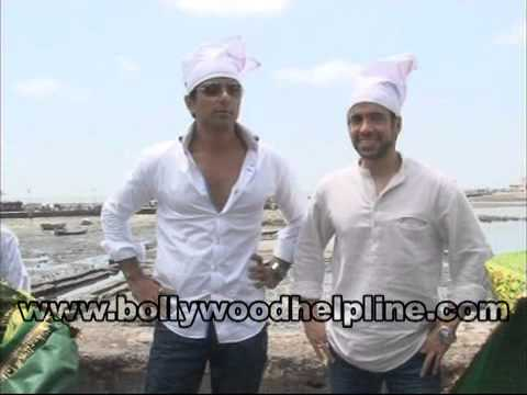 Tusshar Kapoor & Sonu Sood Visit Haji Ali For The Success of Shootout At Wadala