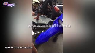بالفيديو..لحظة إطلاق القرطاس لتوقيف شخص عرض المواطنين وموظفي الشرطة لاعتداء عنيف بالبيضاء   |   بــووز