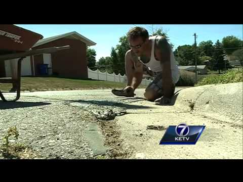 Elkhorn man fixes cracks, potholes on city street