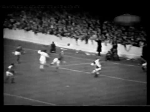 1966 - Leeds United v Manchester United - Elland Road - 03