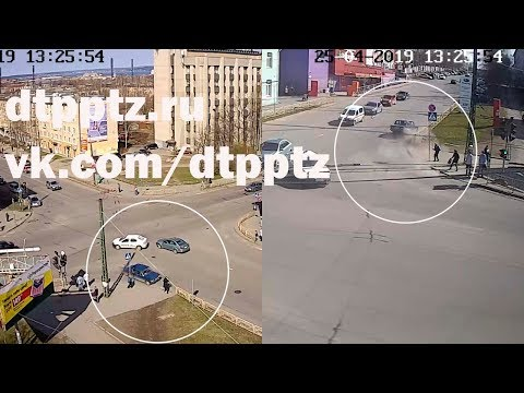 На улице Маршала Мерецкова легковой автомобиль на тротуаре сбил пешехода