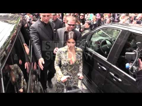 Kim Kardashian and Kanye West leave their appartment with baby North in a stroller