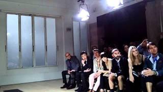 Ini Dia Video Fashion Show Designer Terkenal Dunia Yohji Yamamoto Di Paris Yang Menggunakan Musik Dangdut!