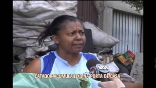 Catador de lixo ocupa cal�ada em avenida movimentada de Betim