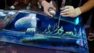 Artistacallejero pintando con spray aerosol