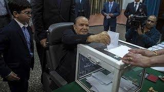 Euronews : Bouteflika vote en fauteuil roulant
