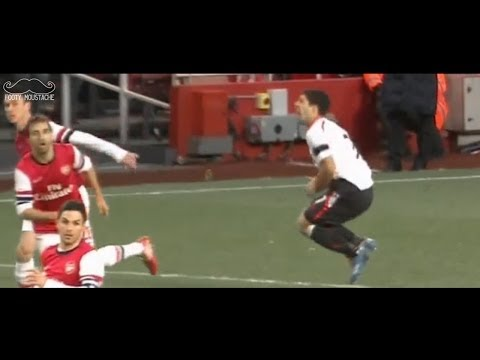 Luis Suarez Dive vs Arsenal