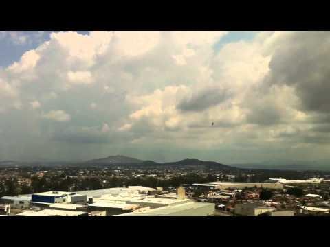 Helicóptero sobre volando GDL por narcobloqueos