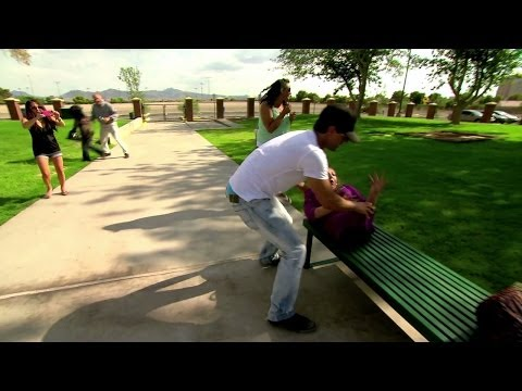 Criss Angel * Criss Rips Bodies Apart (illusion trick)